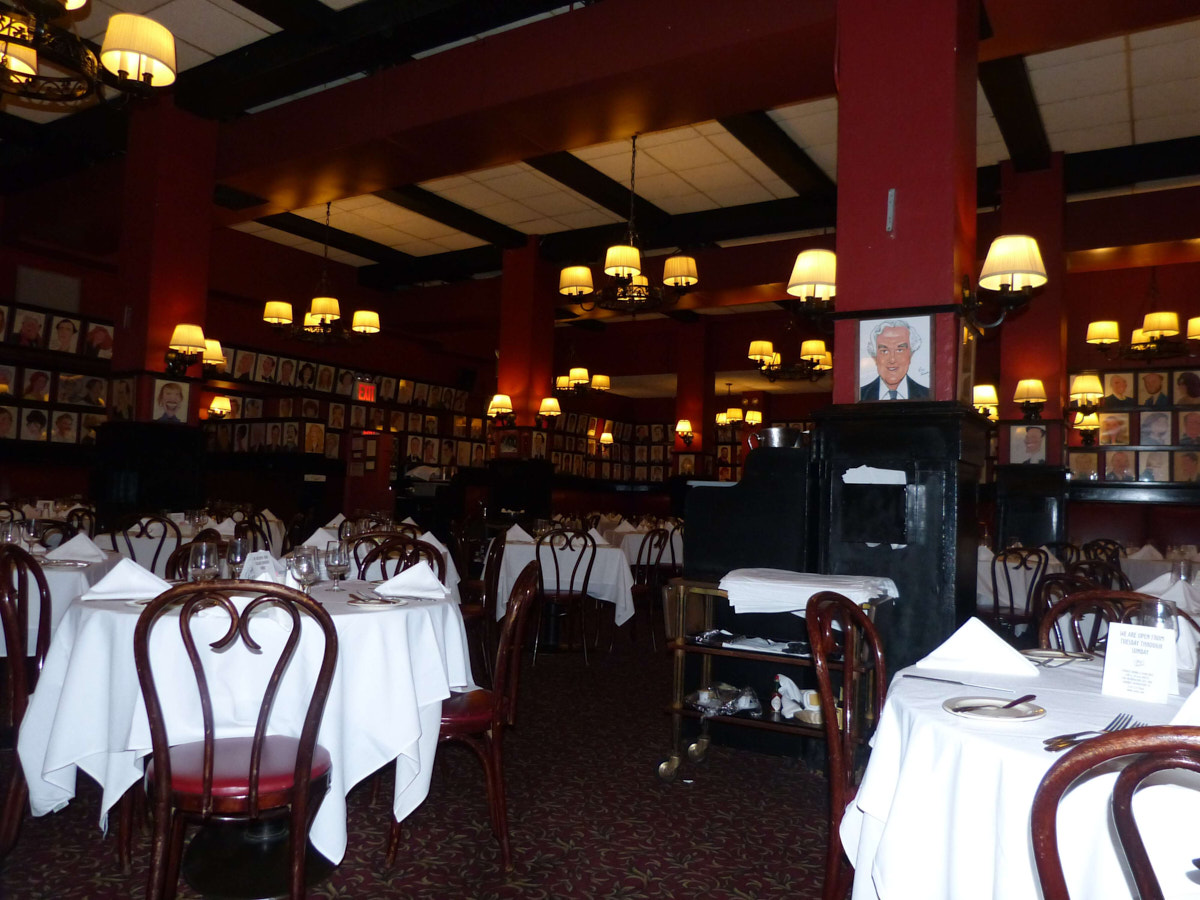 Does Sardi's in New York still have that buzz ?