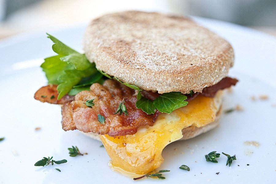 Where to have a round-the-world breakfast in Delhi?