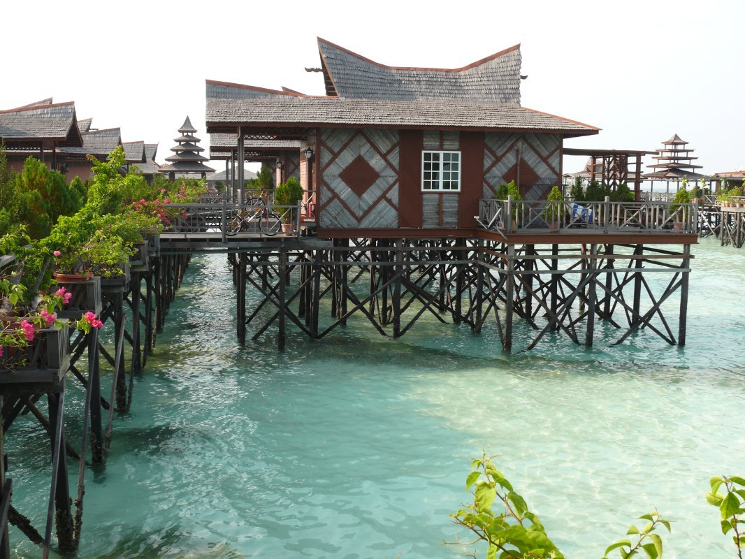 What are Mabul Water Bungalows like?
