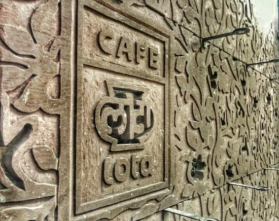 Eating at Cafe Lota in the Delhi Crafts Museum